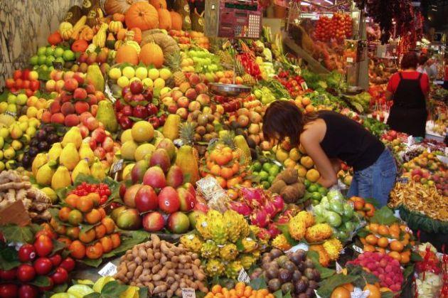 Fruit_Stall_in_Barcelona_Market m